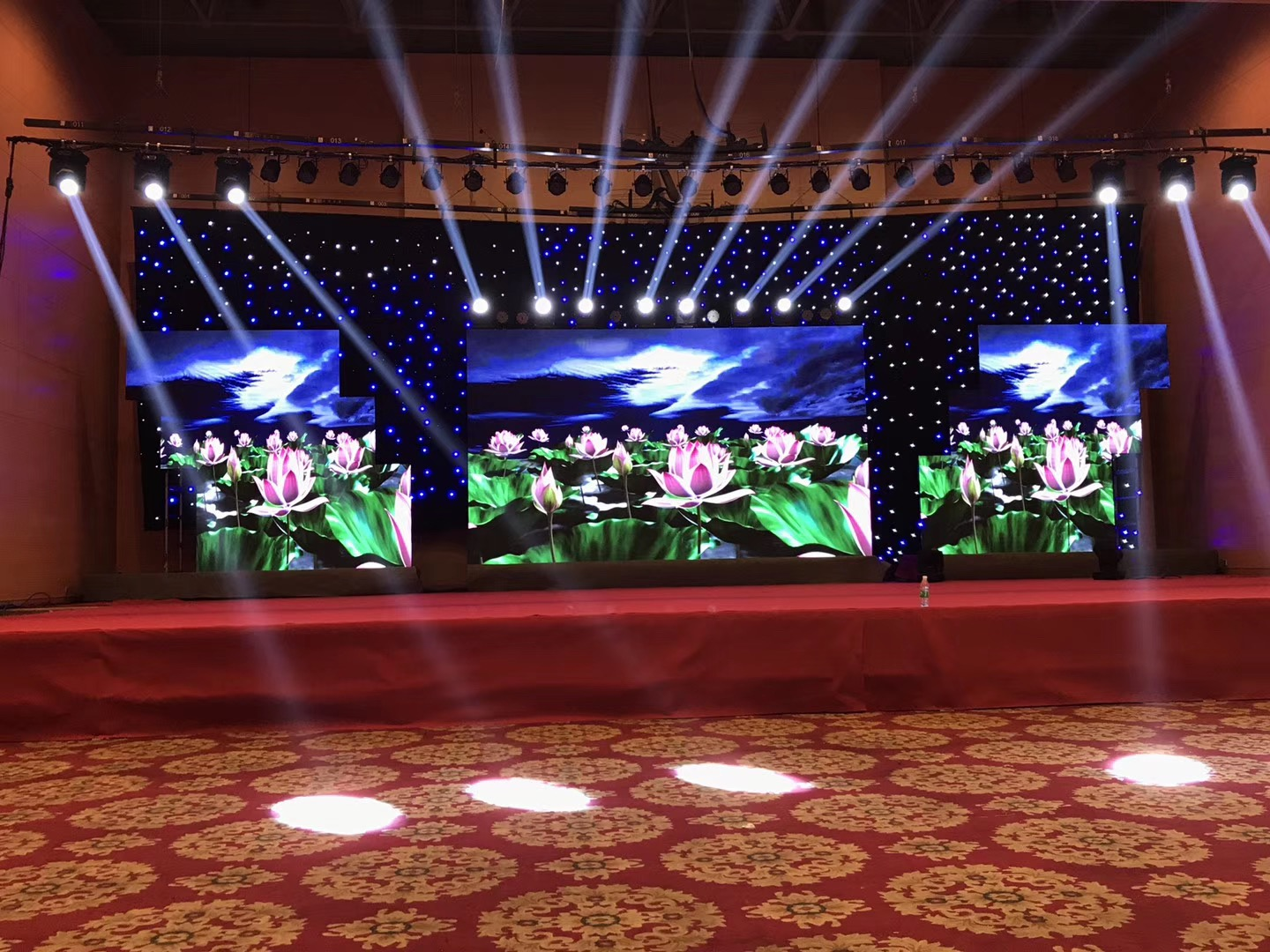 P3.91 Outdoor LED Display Screen Wall P4.81 Showcase Wedding Backdrops